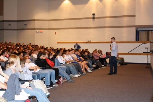 Picture of Owens addressing hundreds of high school students about the dangers of drinking and driving.